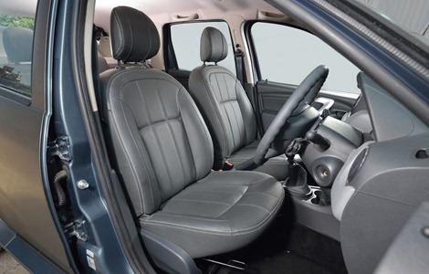 Duster-Black-Edition-UK-interior