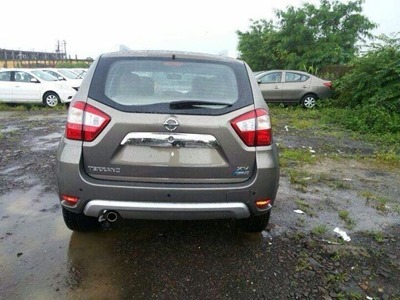 Nissan-Terrano-Duster-rear